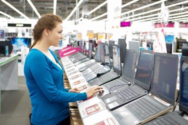 Quel ordinateur portable choisir pour un usage familial?