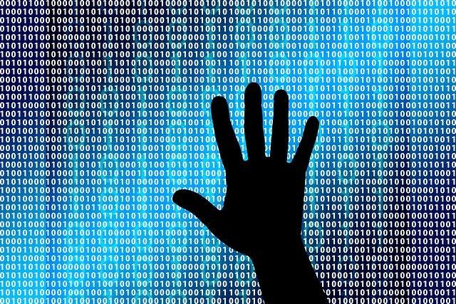 Quelles actions sont connues pour exposer un ordinateur à un risque d'attaque informatique?